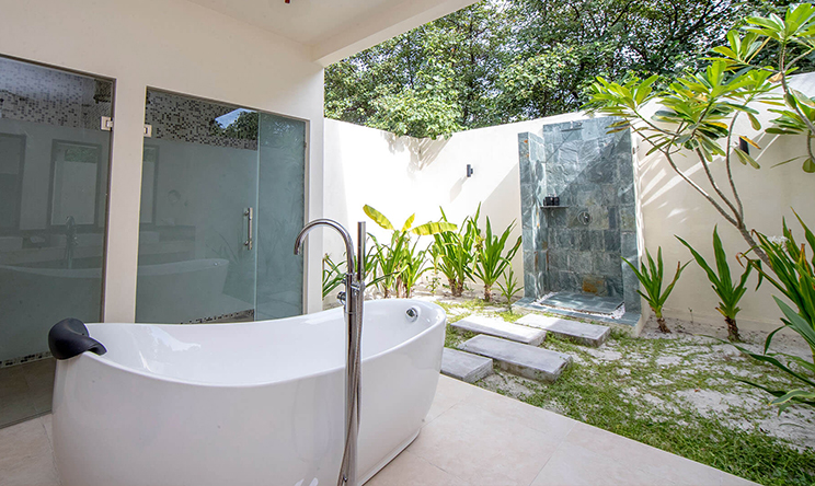 0000s_0018_Beach-Villa-bath-tub-View3.jpg