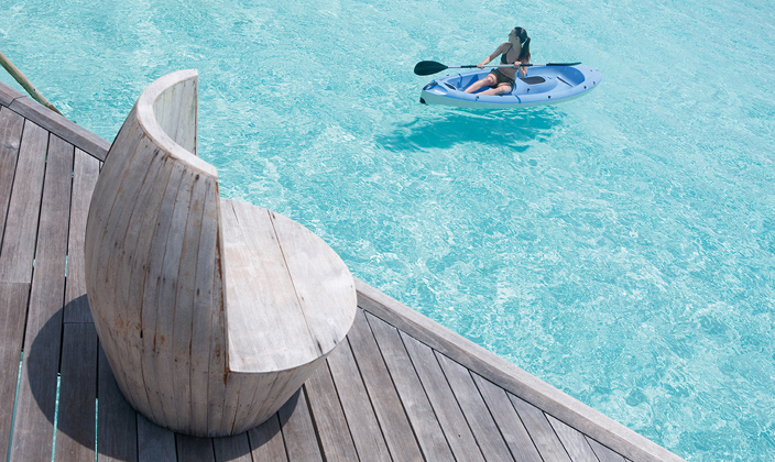 moofushi-maldives-water-activities-kayak-1.jpg