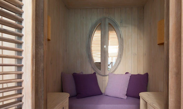 1-Bedroom-Water-Retreat_Mini-bedroom-by-Richard-Waite(1).jpg