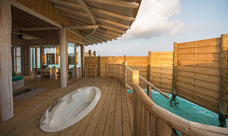 1-Bedroom-Water-Retreat_Outdoor-Shower-by-Richard-Waite.jpg