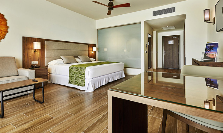 Junior Suite with beach access2.jpg
