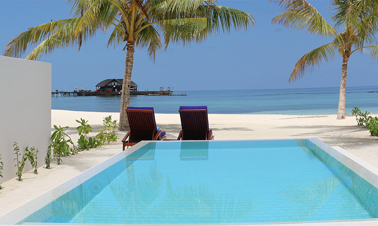 Grand Beach Villa With Pool2.jpg